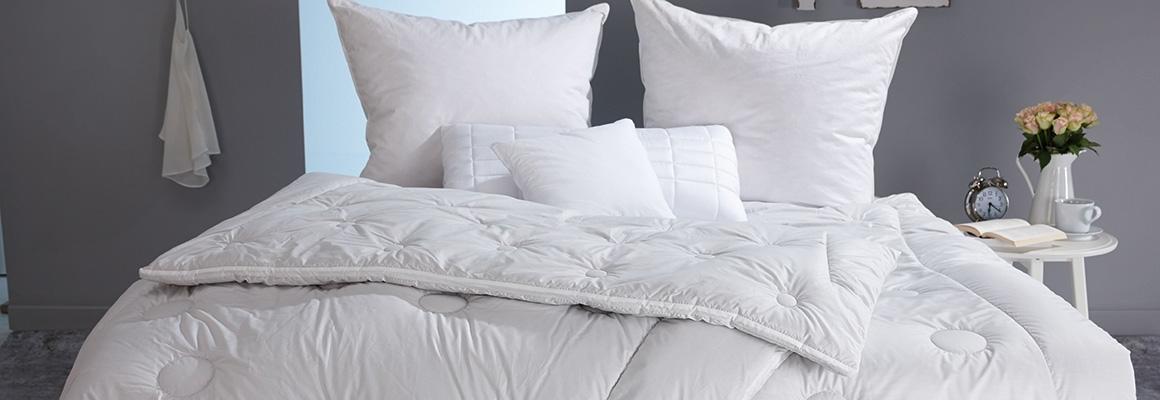 Bettdecken und Kissen